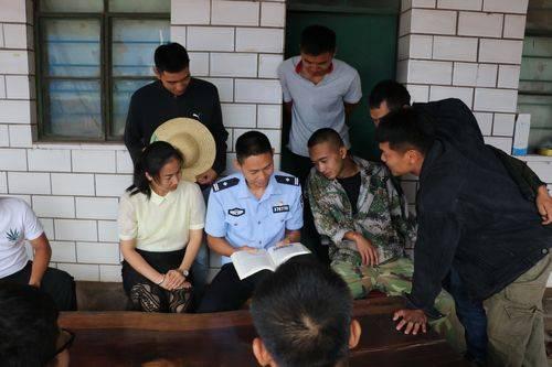 """云南普洱:江城边境检查站掀起""""七一""""精神在边境线上传播热潮"""